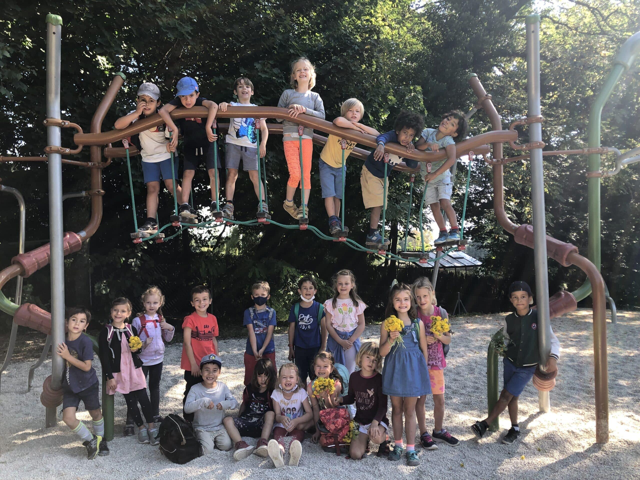 Klasse 1: Wanderung in Vernier und Besuch der Spielplätze im Park Chauvet-Lullin
